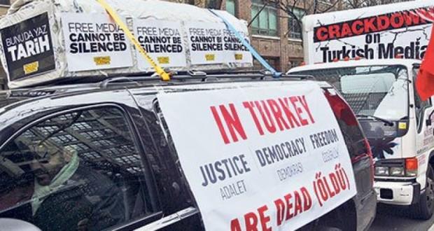 new-york-tabutlu-protesto-890x395